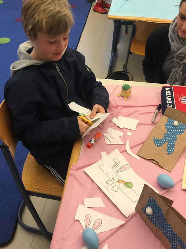Easter Crafts And Coffee House At The Elementary School German